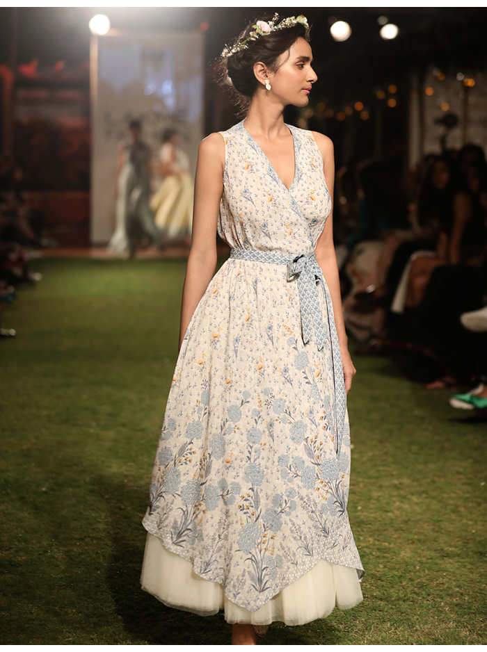 b0b3d07e592f Pretty floral motifs The look is boho with an oh-so chic retro vibe