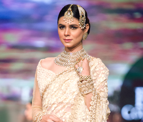 Anees Malik, Jewellery, Bridal Couture Week, tika, jhoomer, bridal, naath, necklace, earrings, Asian, Pakistani